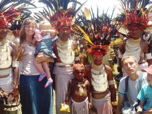 Миссионеры из Папуа - Новая Гвинея, Женя и Ира Константиники.